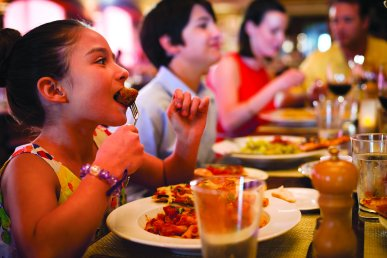 ncl_Dining_LaCucina_Girl