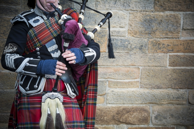 bagpipes on streets of Edinburgh